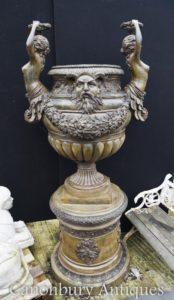 Giant Italian Bronze Garden Urn auf Sockel Klassische Maiden Architektonische