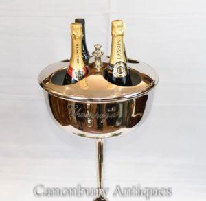 Paar Silbertablett Eis steht Eiskübel Kühler Restaurant Wein