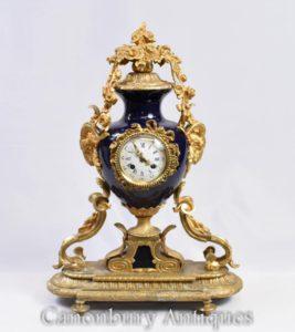 Französische Empire-Umhang-Uhr Ormolu und Porzellan-Uhren