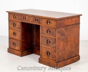 Victorian Walnut Desk - Antikes Knieloch um 1860