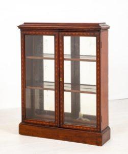 Viktorianisches Vitrinenglas verglastes Bücherregal um 1890
