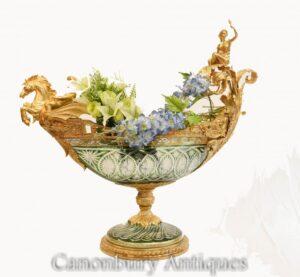 Monumental Glass Boater Dish Vase - Französischer Ormolu Cherub