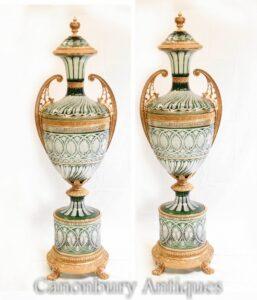 Paar Empire Glasvasen - Französische vergoldete Urnen mit Deckel