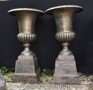 Paar Gusseisen Garten Urnen - Blumen Pflanzer Campana Form Vase
