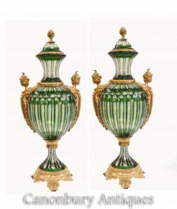 Paar französische grüne Glasvasen - Empire Ormolu Urns