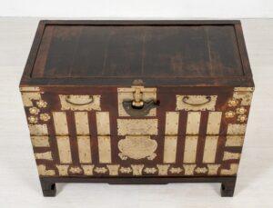 Chinesische Hochzeitskiste - dekorativer antiker Kabinettkoffer