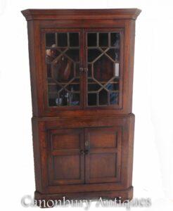 Eckschrank aus georgischer Eiche - Bauernhaus-Bücherregal um 1820