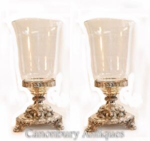 Paar George III Silberplatte Glasvasen Lion Base