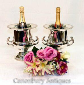 Paar versilberte Champagner-Eimer - vergoldete Jugendstil-Weinkühler-Urnen